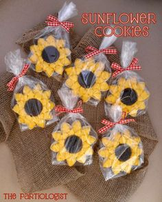 Cookies at a Sunflower Party. I am so doing this for a party for Brooke:) Sunflower Cookies, Flower Sugar Cookies, Sunflower Birthday Parties, Sunflower Party, Picnic Baby Showers, Cookie Favors, Favours, Party Favors, Bake Sale
