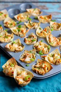 Delicious Shrimp Wonton Cups Recipe – A Nerd Cooks – Best Sea Food Wonton Appetizers, Shrimp Wonton, Wonton Recipes, Finger Food Appetizers, Yummy Appetizers, Seafood Recipes, Appetizer Recipes, Cooking Recipes, Italian Appetizers
