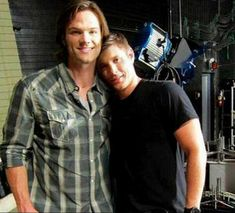 Jared Padalecki and Jensen Ackles still love you, and i am your wife Jared Padalecki Brother, Jared Padalecki Supernatural, Jensen Ackles Jared Padalecki, Jared And Jensen, Supernatural Seasons, Supernatural Funny, Supernatural Interview, Supernatural Bunker, Dean Winchester