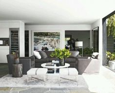 Have you guys seen the pictures of Courtney Cox's Malibu home in Elle Decor ? Although I wouldn't spit on a multi-million dollar home with. Living Room Designs, Living Room Decor, Living Spaces, Living Rooms, Elle Decor, Home Interior, Interior Design, Modern Interior, Malibu Beach House