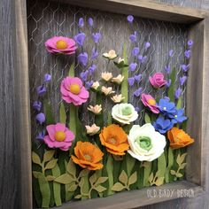 flower wood and chicken wire shadow box; rustic wall decor, Spring flowers, gallery wall, spring wreath in feltro e pannolenci in cornice Felt Flower Wreaths, Felt Flowers, Diy Flowers, Spring Flowers, Fabric Flowers, Rustic Flowers, Floral Wreath, Felt Diy, Felt Crafts