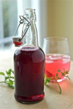 Yankee Kitchen Ninja (a Vermont food blog): Blueberry vinegar