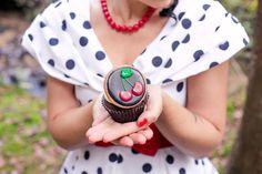 Inspiration Rockabilly: Cupcakes Schkolade, Kirsch-Füllung Kirsch Keks