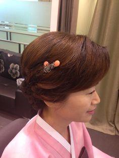 결혼식 혼주머리 Up Styles, Hair Styles, Hair Beauty, Bride, Fashion, Bridal Hairstyles, Wedding Hairs, Boyfriends, Hair Plait Styles
