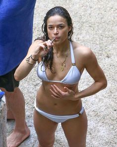 We hunt sexy celebrities in hot provocative poses. Find hot celeb pics, find sexy naked famous girls, find nude celebrities photos and much more. Michelle Rodriguez, Celebrity Bikini, Celebrity Photos, Hot Actresses, Beautiful Actresses, Divas, Women Smoking, Trends, Bikini Bodies