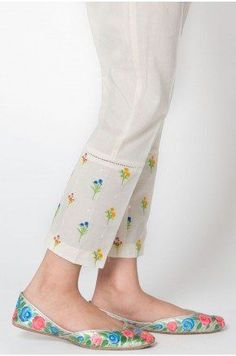 Salwar Designs, Kurti Neck Designs, Kurta Designs Women, Kurti Designs Party Wear, Stylish Dresses For Girls, Stylish Dress Designs, Designs For Dresses, Salwar Pattern, Salwar Pants
