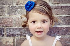Wanna make this cute headband? all you need to know it how to make this cute pom-pom! Isn't it darling? and it's SO easy, only three minutes!