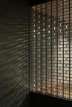 Hiroshi Nakamura, Optical Glass House in Hiroshima, Japan. Home design. Brick Architecture, Residential Architecture, Architecture Details, Feature Wall Design, Architecture Presentation Board, Glass Brick, Room Of One's Own, Small Modern Home, Brick Facade