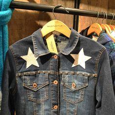 Jean con detalles que enamoran 3 3 Te eperamos hoy en Unicenter Shopping Wanama Style Moda Camisa Jean Mujeres Amamos