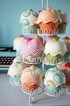 @Melissa Squires Squires Beliveau-Fabric Cupcakes. LOVE!and way less calories then all those pics that you pin & get me going first thing!