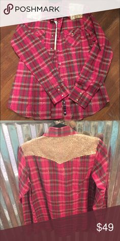 Ladies western button up NWT western button up, with gold sequin accent RU Cowgirl Tops Button Down Shirts