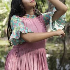 New dress casual short simple street styles Ideas Simple Kurti Designs, Blouse Designs, Baby Clothes Patterns, Dress Patterns, Sewing Patterns, Casual Dress Outfits, Casual Summer Dresses, Long Frocks For Kids, Cotton Frocks