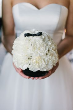 Urbane Black Tie Hochzeitsinspiration Jennifer Hejna Photography http://www.hochzeitswahn.de/inspirationsideen/urbane-black-tie-hochzeitsinspiration/ #wedding #mariage #flowers