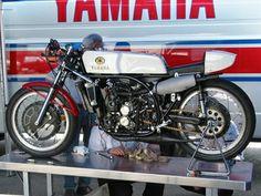 RD05 Street Motorcycles, Vintage Motorcycles, Cars And Motorcycles, Vintage Cafe Racer, Yamaha Motor, Sportbikes, Classic Bikes, Road Racing, Cool Bikes