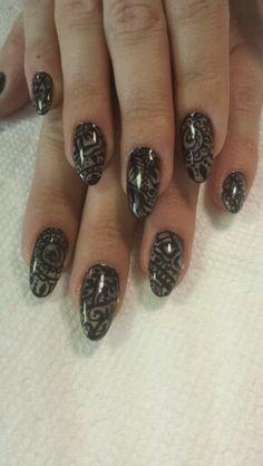 Mehndi nail art