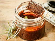 Mit dieser selbstgemachten Sauce für Fleisch, Beilagen und Gegrilltes machen Sie Ihren Gästen eine Freude. Probieren Sie es aus! http://www.fuersie.de/kochen/grillrezepte/artikel/selbstgemachter-barbecue-dip