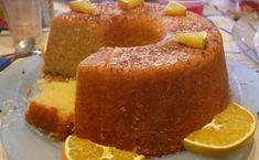 Portuguese Moist Orange Cake Recipe You can make this sweet, delicious and moist Portuguese orange cake in about 50 minutes, enjoy it. Portuguese Desserts, Portuguese Recipes, Portuguese Food, Portuguese Sweet Bread, Food Cakes, Cupcake Cakes, Cupcakes, Bolos Low Carb, Cake Recipes