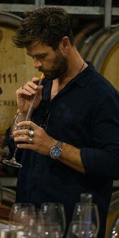 Potion of lve = Liam Hemsworth, Hemsworth Brothers, Age Of Ultron, Elsa Pataky, Chris Pratt, Chris Evans, Charlize Theron, Dark Kingdom, Die Rächer
