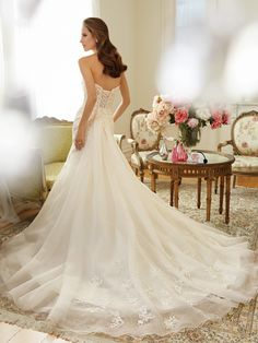 Sophia Tolli wedding dresses havetwo distinct feelings: soft romanticism and traditional bridal drama, theyprovide an impeccable fit and cut. Take a look and happy pinning!