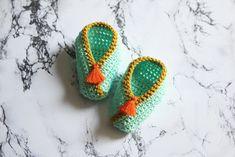 Haakpatroon Babyschoentjes, GRATIS Patroon, Diagram en Beschrijving Knitted Baby Clothes, Baby Born, Baby Knitting, Knit Crochet, Crochet Earrings, Handmade, Jewelry, Beer, Babies