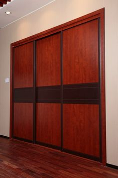 Lateral Photo of Wardrobe