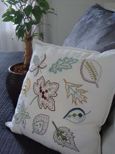 Love this leaf pillow