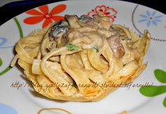Gli scialatielli ai funghi porcini serviti in cestini di parmigiano sono un primo piatto d'effetto ideali per un pranzo speciale.La ricetta è molto semplice