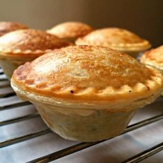 Mini Mushroom Pies made in a pie maker, an excellent meat-free appetizer for parties and gatherings. Easy to put together, full of flavour and delicious. Mini Pie Recipes, Pastry Recipes, Apple Recipes, My Recipes, Cooking Recipes, Favorite Recipes, Chicken And Mushroom Pie, Mushroom Soup, Mushroom Recipes