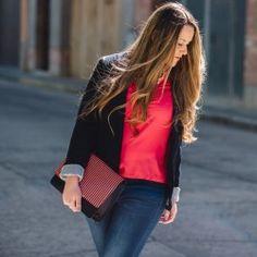 http://www.pintalabios.info/es/look-dia/view/es/263 Nuevo #Look #LookDelDia en pintalabios.info HOT PINK SHIRT         Today this amazing hot pink shirt plays the main role, I love how it looks paired with navy blue and yellow stilettos. Hoy os enseño ésta preciosa camina en color fucsia, la combino con azul y tacones en Amarillo.         Regístrate en pintalabios.info y haz publicidad gratuita de tus look de moda o belleza ;)
