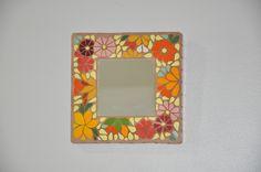 Mini espelho em mosaico.