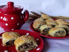 Minipateuri cu ciuperci - CAIETUL CU RETETE Bagel, Hamburger, Bread, Ethnic Recipes, Food, Hamburgers, Breads, Hoods, Meals