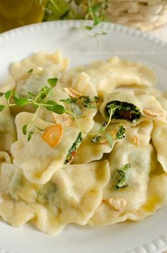 Mirabelkowy blog: Pierogi ze szpinakiem, suszonymi pomidorami i fetą Pierogi, Feta, Soup, Ethnic Recipes, Blog, Birch Bark, Blogging, Soups
