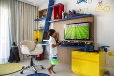 """A irmã de Marcelo, Julia, de 2 anos, já é habitué do NaToca, com o seu quarto cheio de diversão e cor, no post """"Para deitar, rolar e se inspirar"""". Então re"""
