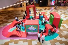 Twin Ribbons is an indoor installation in HKRI Taikoo Hui, a top-class business, retail & entertainment hub in Shanghai downtown, at the heart of. Playground Design, Indoor Playground, Children Playground, Display Design, Booth Design, Stage Design, Event Design, Children's Clinic, Kindergarten Interior