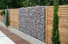 Забор одна из важных составляющих любого частного дома или дачи. Забор служит как защитными свойствами, так и составляет общую композицию вашего дома. И порой за таким