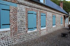 Rénovation de façade en briques et silex en normandie Garage Doors, Outdoor Decor, Fun, Inspiration, Ideas, Home Decor, Bricks, Normandie, Patio