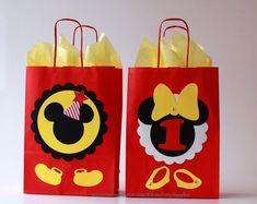 Favor de Mickey Mouse bolsas decoraciones de la fiesta del | Etsy Regalos Mickey Mouse, Mickey Mouse Favors, Mickey Y Minnie, Disney Birthday, Mickey Mouse Birthday, Birthday Party Favors, Birthday Decorations, Mickey Mouse Backdrop, Boy Girl Twins