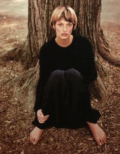 I think this is the prettiest I've seen her look ever. ~~ Linda Evangelista by Juergen Teller Linda Evangelista, Juergen Teller, Crop Hair, Boyish, Bob Hairstyles, Dark Side, Role Models, My Hair, Short Hair Styles