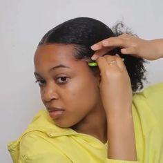 How to achieve the perfect sleek back ponytail – hairstyles for curly hair natural Pelo Natural, Natural Hair Updo, Natural Hair Growth, Natural Hair Styles, Cantu Natural Hair, Edges Hair, Natural Hair Tutorials, Pelo Afro, Ponytail Hairstyles