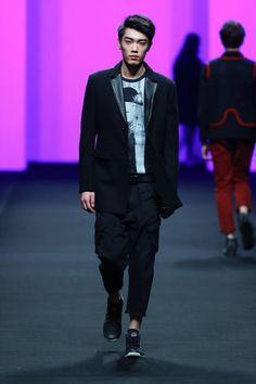 Yoshitaka Amano for Yuhua Fall/Winter 2016 - Shanghai Fashion Week