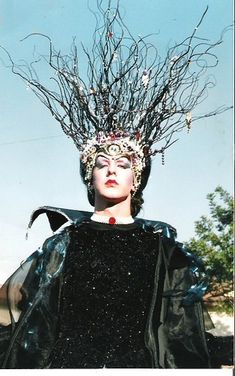 This Headdress on Hecate in Macbeth is AMAZING!