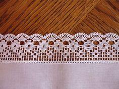 Crochet Borders Ravelry: Filetstueck's Handkerchief / hanky in filet-crochet with scalloped edge - Crochet Boarders, Crochet Lace Edging, Thread Crochet, Crochet Trim, Crochet Granny, Lace Knitting, Crochet Doilies, Crochet Stitches, Crochet Designs