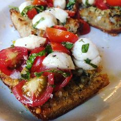 Caprese crostini on homemade whole wheat sourdough bread • ✨🍅🧀🍞🍃✨