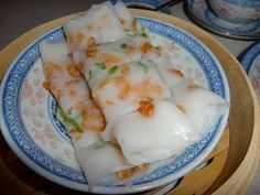 Chinese steamed rice noodle rolls (Cheung Fun) Dim Sum, 教做蒸腸粉    Video done in Cantonese
