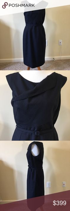 """Stunning OscardeLaRenta Cap Sleeve Dress Size 10 Stunning OscardeLaRenta Cap Sleeve Dress Size 10, Made in Italy!  Never worn, but only has the tag pictured.  What a chic dress!  Measurements are approximately 19"""" across front of bust, 30 inch waist and 41 inches from shoulder to hem. Oscar de la Renta Dresses Midi"""