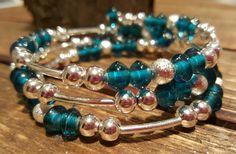 Retrouvez cet article dans ma boutique Etsy https://www.etsy.com/ca-fr/listing/262493389/bracelet-fil-memoire-sarcelle