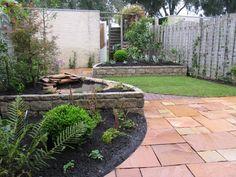 Kleine tuin met ronde vormen en gazon