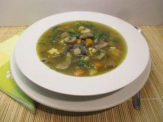 Zöldségekkel, nokedlival készítve akár egytál ételként is megfelel. A 17, Clean Eating, Soup, Ethnic Recipes, Eat Healthy, Healthy Nutrition, Soups, Clean Eating Foods, Eating Clean