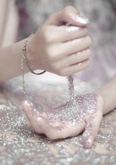 I love working with glitter, sometimes I just want to throw it up and make it…