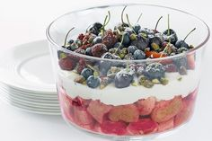 Sorted out your Christmas dessert yet? You can't go past this berry nice trifle. Xmas Desserts, Just Desserts, Delicious Desserts, Healthy Christmas Recipes, Berry Trifle, Best Food Photography, Trifle Recipe, Desert Recipes, Diabetic Recipes